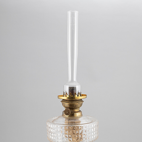 A brass oil lamp, ca 1900.