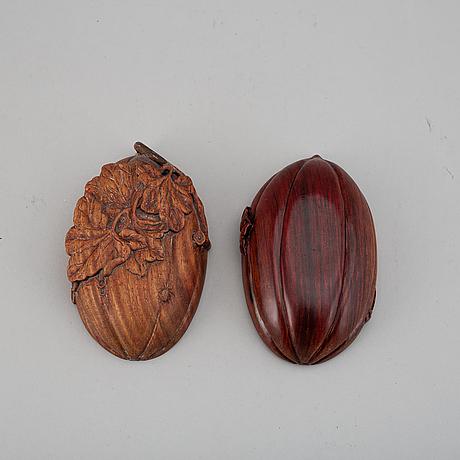 A melon shaped hardwood box, china, 20th century.