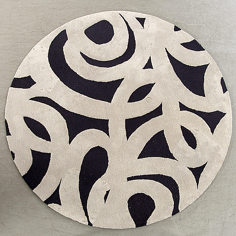 """A rug by almedahls modell """"lace"""", diameter 240 cm."""
