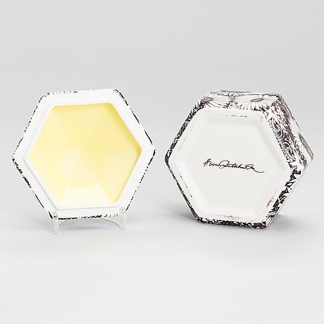 Heini riitahuhta, a porcelain box 'hexagon' signed heini riitahuhta.