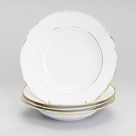A set of four kuznetsov porcelain rim soup bowls, russia 1891-1917.