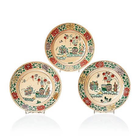 A set of three famille verte plates, qing dynasty, kangxi (1662-1722).