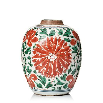 612. A Transitional wucai jar, 17th Century.