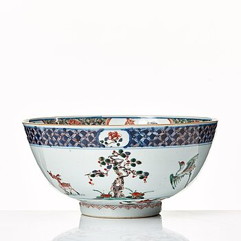 617. A famille verte punch bowl, Qing dynasty, Kangxi (1662-1722).