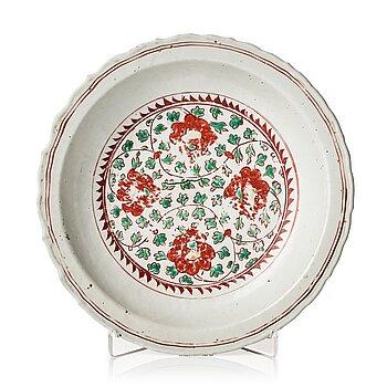 A wucai decorated dish, Ming dynasty, Wanli (1572-1620).