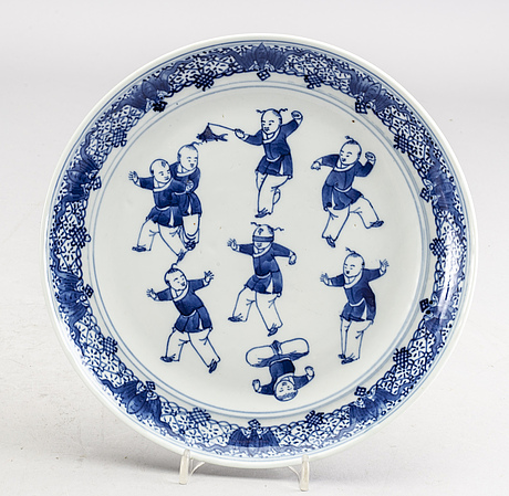 A set of five chines 19th century porcelain plates.