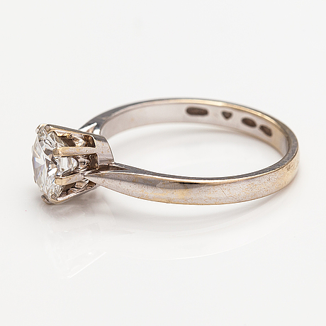 An 18k white gold ring with a ca. 1.10 ct diamond. kalevi piiranen, helsinki 1982.
