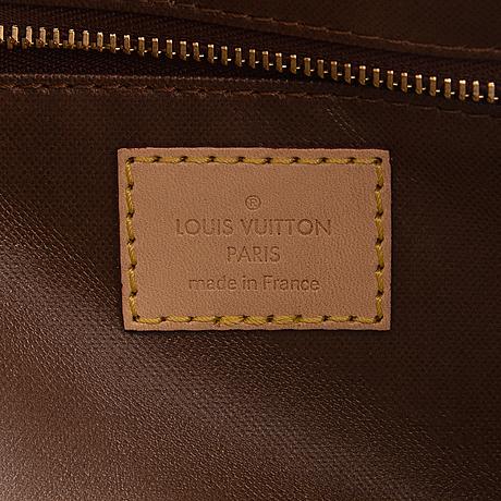 Louis vuitton, a monogram 'toiletry bag 25'.