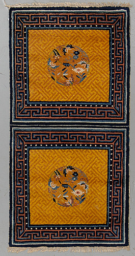 Matto, a meditation rug, chinese, ca 138-139 x 70-70,5 cm (as well as 1 cm flat weave at the ends).