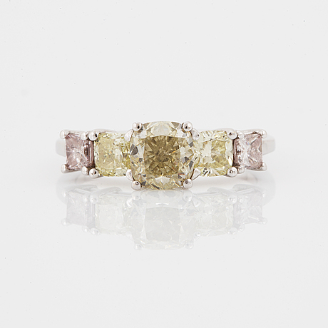 Ring, med diamanter, mittsten 1,24 ct med gia certifikat.