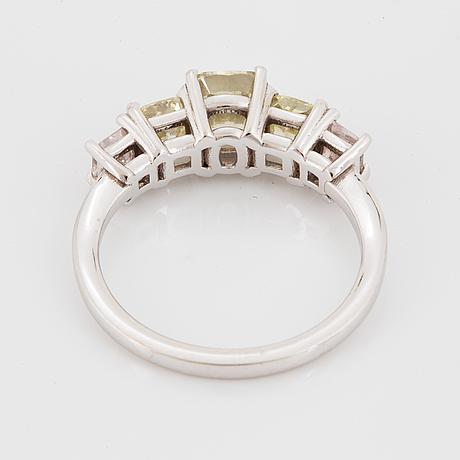 Ring, med diamanter, mittsten 1,24 ct med gia certifikat.