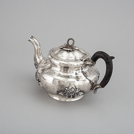 A russian 19th century parcel-gilt silver tea-pot, mark of carl siewers, st. petersburg 1860.