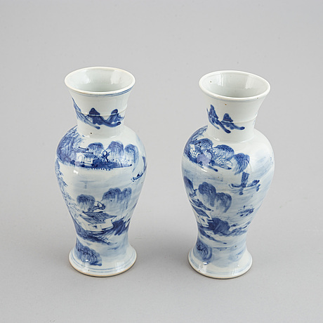 A group of three blue and white vases, qing dynasty, late 19th/early 20th century.