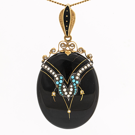 Pendant with chain 18k gold, onyx, turqoise, seed pearls, total length incl chain approx 62 cm.
