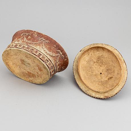 A late gustavian earthenware tureen, early 19th century.