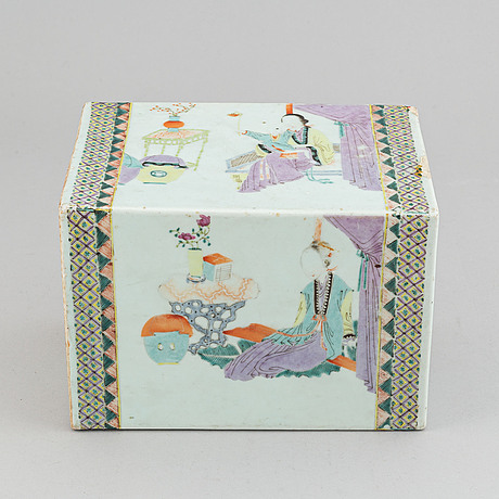 A large famille rose pillow, late qing dynasty, circa 1900.
