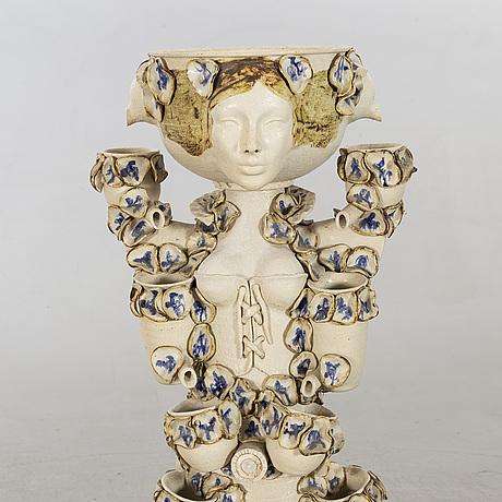 """FontÄn, keramik,  """"blomsterpigen""""signerad anne-grethe moeslund."""