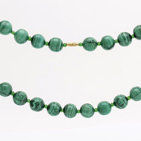 Malachite necklace malachite beads approx 15 mm and glassbeads, clasp in metal.