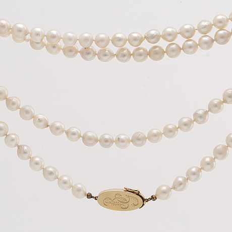 PÄrlcollier odlade pärlor ca 7,5 mm lås i 18k guld , längd ca 85 cm.