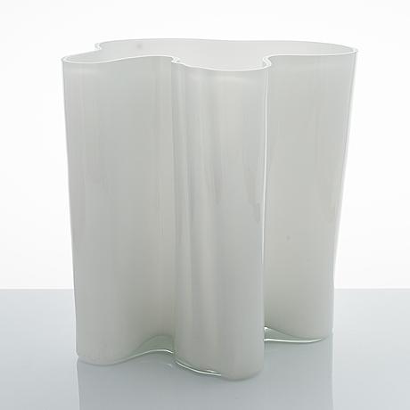 Alvar aalto, a '3031' vase special edition signed alvar aalto 13/1986.