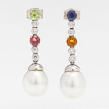 A pair of 18K white gold earrings with diamonds, tourmaline, peridote, citrine, cordierite and tahiti pearls.