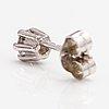 Ett örhänge, 14k vitguld, diamant ca 0.20 ct.