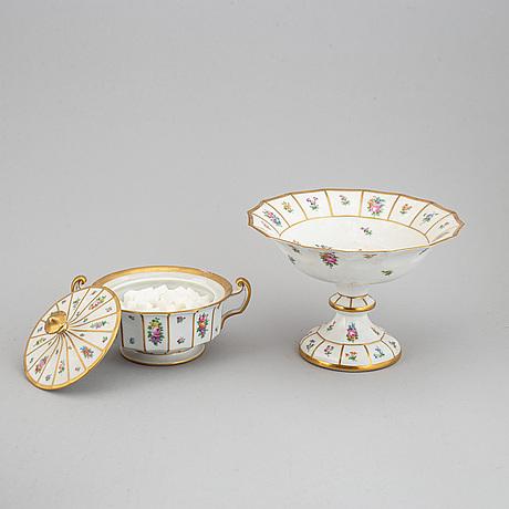 A royal copenhagen tea service, denmark, 20th century. (28 pieces).