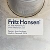 "Arne jacobsen, fåtölj ""svanen"" för fritz hansen danmark 2004."