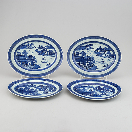 Four blue and white serving dishes, qing dynasty, 19th century.