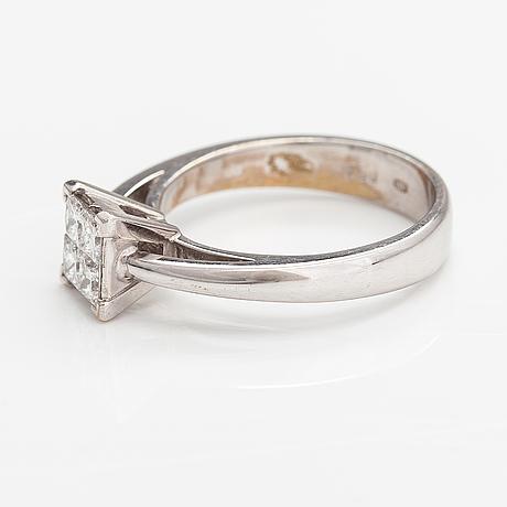 Sormus, 18k valkokultaa, timantteja n. 0.60 ct yht.