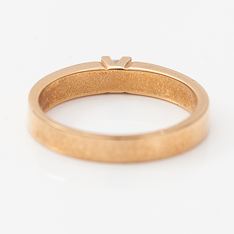 A 14k gold ring with a princess-cut diamond ca. 0.13 ct.