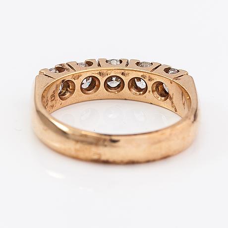 Sormus, 14k kultaa, timantteja n. 1.15 ct yht kaiverruksen mukaan. benfin, helsinki.