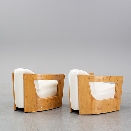 A pair of english easy chairs, 1970's/80's.