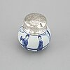 A blue and white tea caddy, qing dynasty, kangxi (1662-1722).