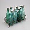 FlaskhÅllare och flaskor, metalltråd, 1900-talets första hälft.