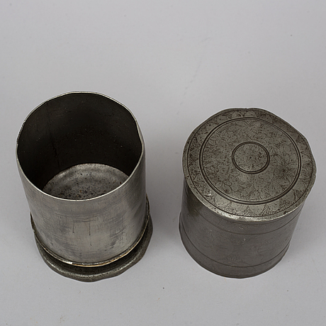 Tobaksburk och strÖare 2 st, tenn, 1700-/1800-tal.