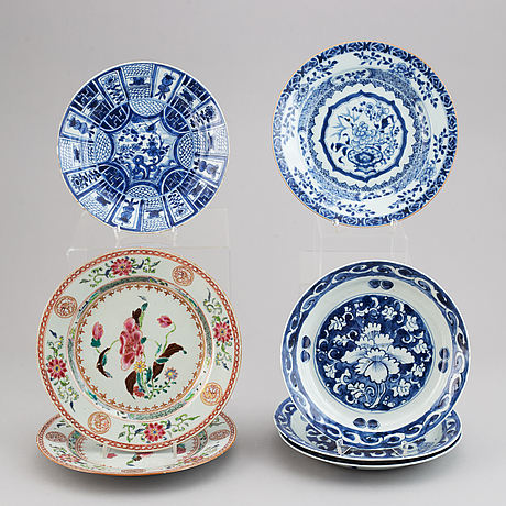 Seven blue and white and famille rose plates, qing and ming dynasty, 17-18th century.