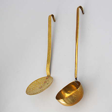 A brass ladle and strainer, 18th century.