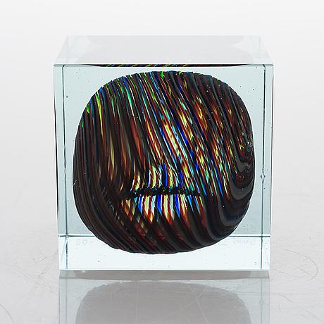 Oiva toikka, a special glass cube, signed oiva toikka nuutajärvi notsjö -05.