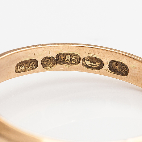 A 14k gold ring with a synthetic spinelle. westendin invalidien ammattioppilaitos, espoo 1969.