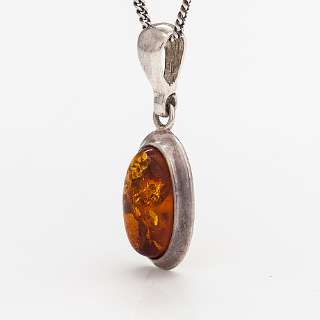 A sterling silver necklace with an cabochon cut amber.