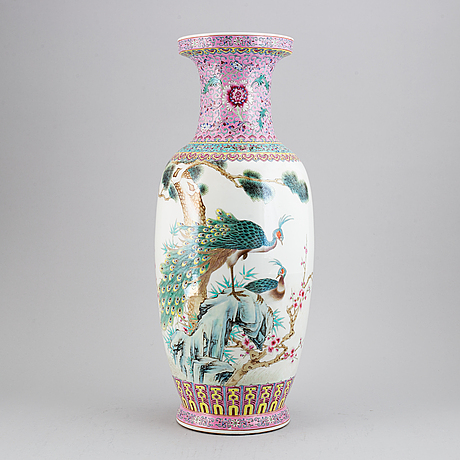 A large chinese famille rose vase, 20th century.