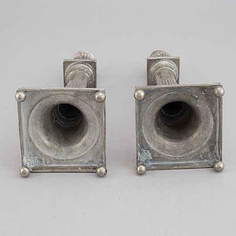 A pair of pewter candlesticks, first half of the 19th century.