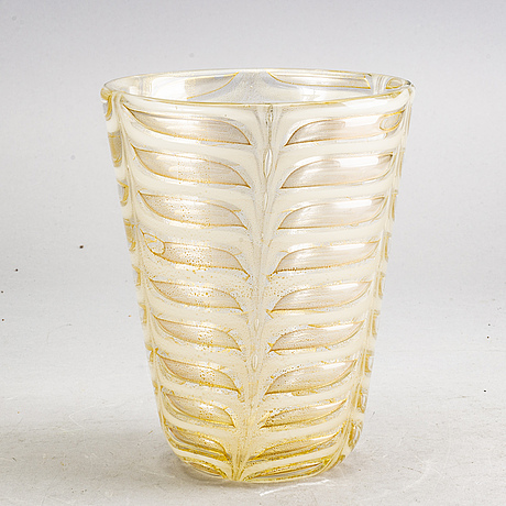 An 'graffito barbarico' vase by ercole barovier for barovier & toso, 1950/60:s italy.