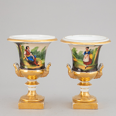 A pair of empire porcelaine vases.
