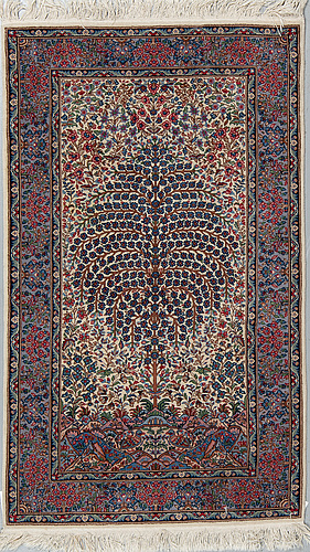A rug, an oriental with a kerman pattern, ca 153,5-154 x 92 cm (as well as 0,5-1 cm flat weave at the ends).