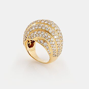 913. A Cartier ring in 18K gold set with round brilliant-cut diamonds.