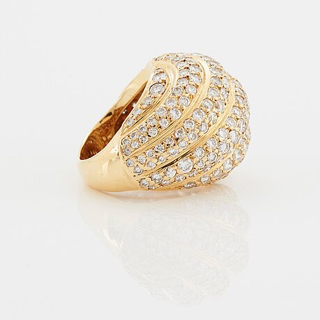 A cartier ring in 18k gold set with round brilliant-cut diamonds.