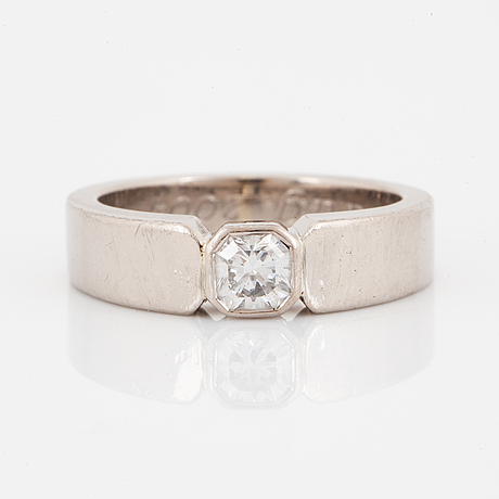 Ring, vitguld och flanderslipad diamant.