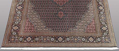 Matto, tabriz part silk, so called 50 radj, ca 300 x 202 cm.